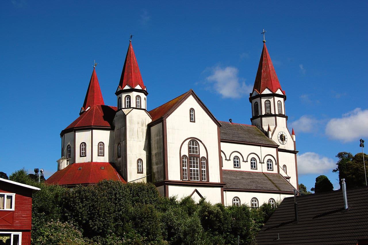 Conhecer o centro: Museu Pablo Fierro e Iglesia del Sagrado Corazon em Puerto Varas