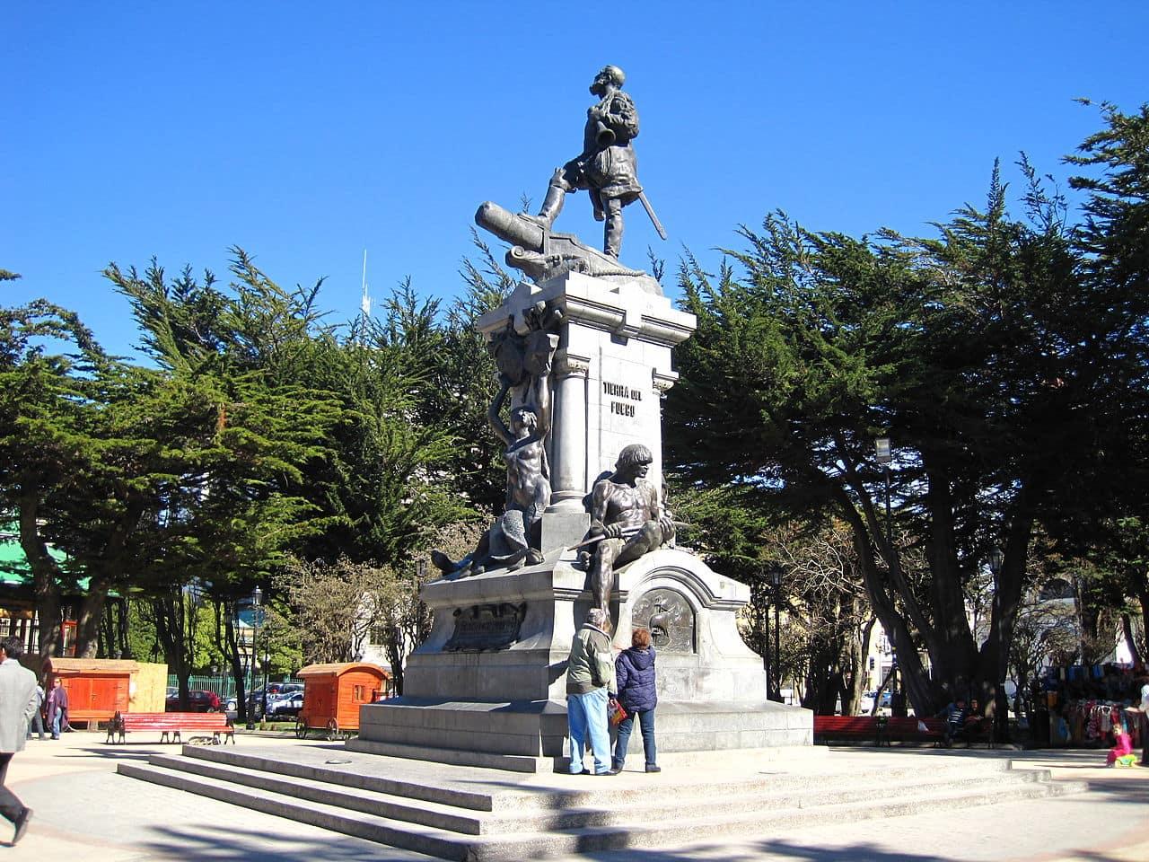 Ir à Plaza de Armas e Palacio Sara Braun em Punta Arenas