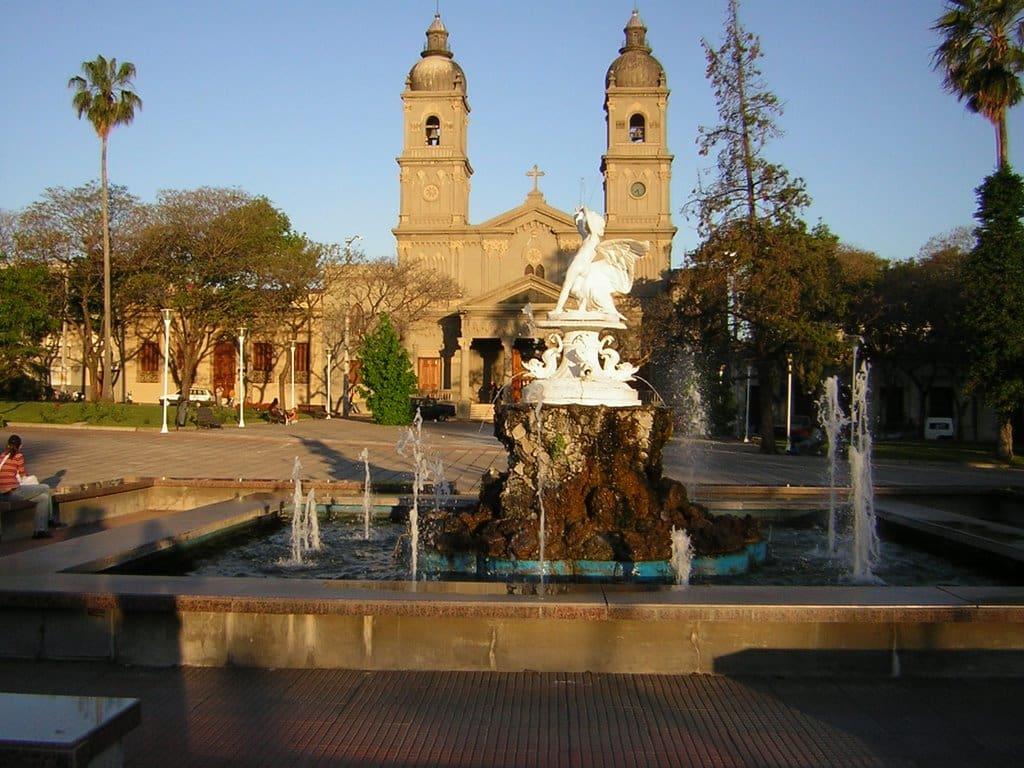 O que fazer em Salto: Conhecer a Plaza Artigas, Iglesia Catedral de San Juan